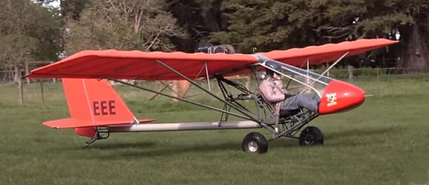 Greg Burt pilota e vola con questo Rans S-17 Stinger ULM a Rangitata Island - Aeroporto South Canter